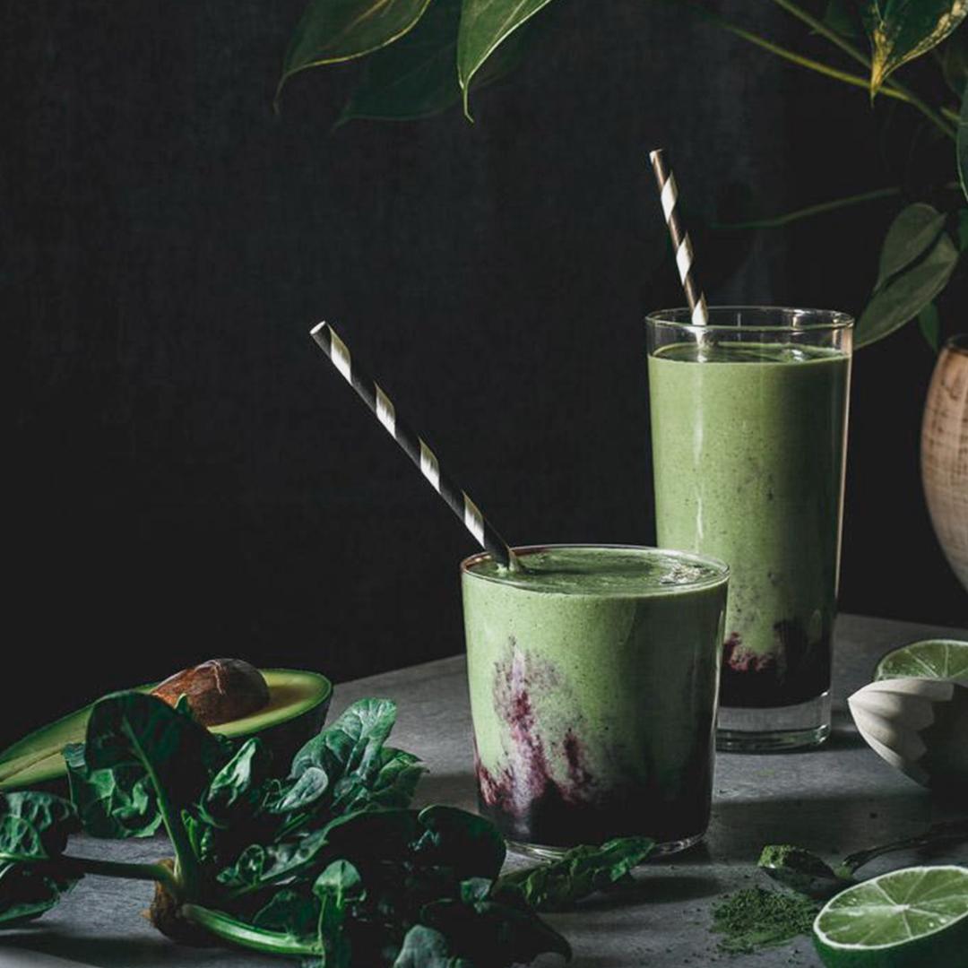Smoothie antioxidante de matcha y arándanos 1
